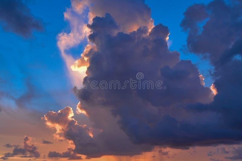 Танец ` s солнца на славном облачном небе на Key West Флориде стоковое изображение rf