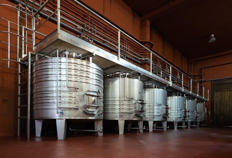 Танки металла для процесса заквашивания вина стоковая фотография
