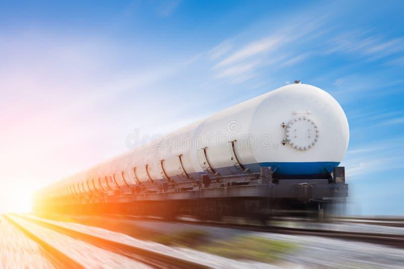 Танки при будучи транспортированным газ стоковое изображение
