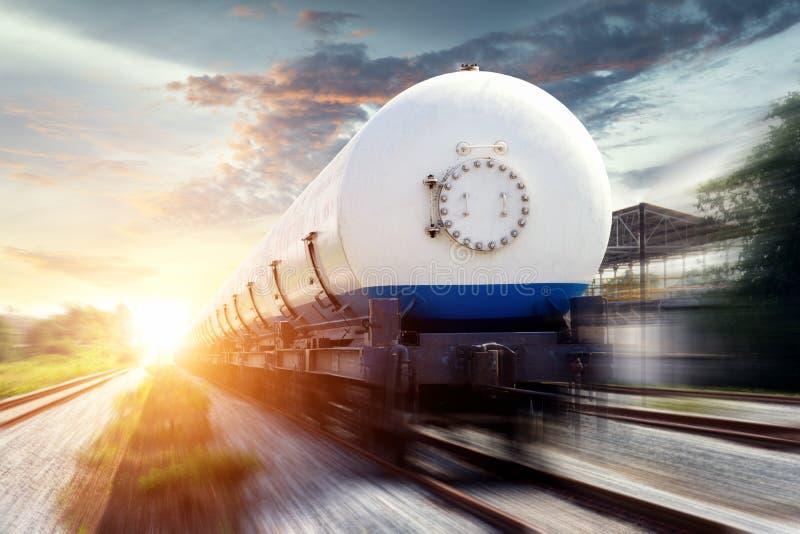 Танки при будучи транспортированным газ стоковая фотография