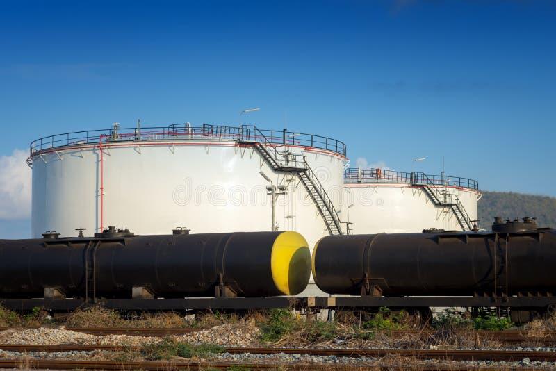 Танки при будучи транспортированным масло стоковая фотография rf