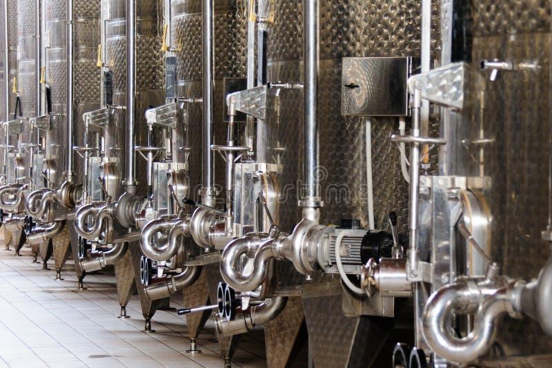 Танки vinification заквашивания вина стоковое изображение rf