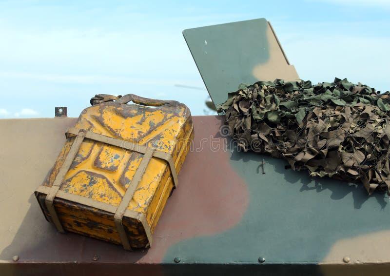 Танк бензина воинской тележки во время полета войны стоковые изображения