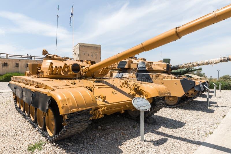 Танк Совета T-72M на мемориальном месте около музея танкового корпуса в Latrun, Израиле стоковое фото rf