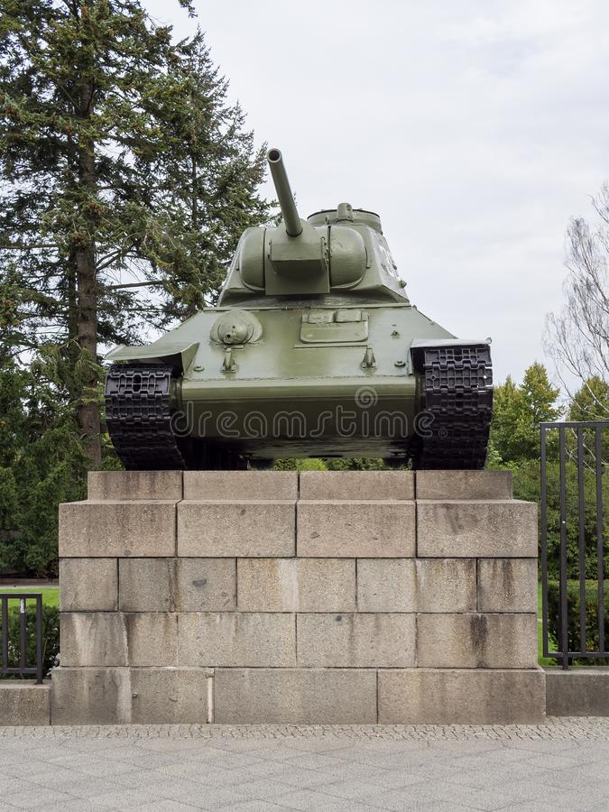 Танк T-34 на советском военном мемориале в Берлине, Tiergarten стоковое изображение rf