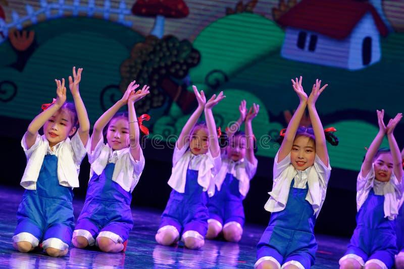 Танца ` s детей испытания трудовой академии танца Пекина славы сортируя выставка Цзянси достижения выдающего уча стоковые фото