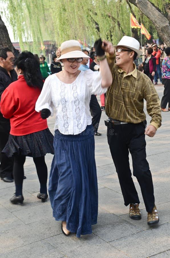 Танцевать в парке Beiahi стоковые фото