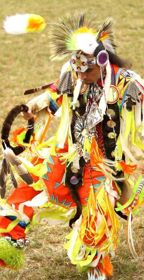 Танцоры вау плена коренного американца стоковая фотография