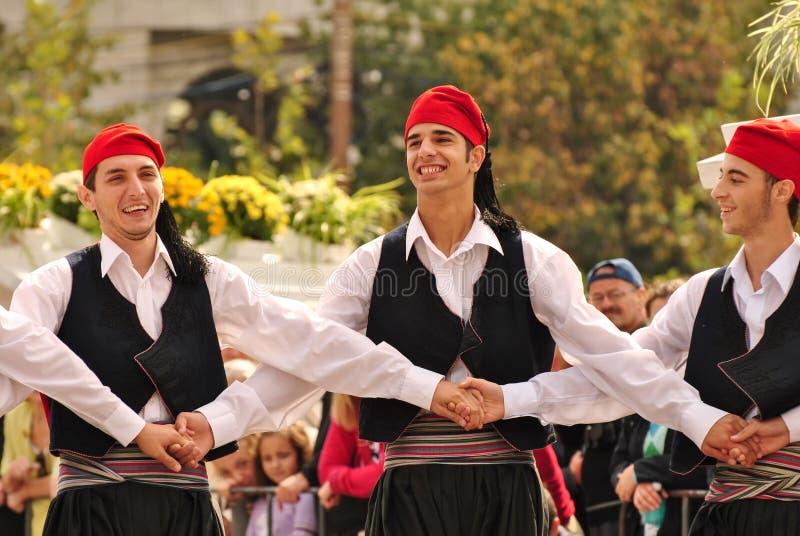 Download танцоры греческие редакционное стоковое изображение. изображение насчитывающей фиеста - 79545059