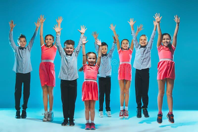 Танцоры детей школы танцев, балета, hiphop, улицы, в стиле фанк и современных стоковые фотографии rf