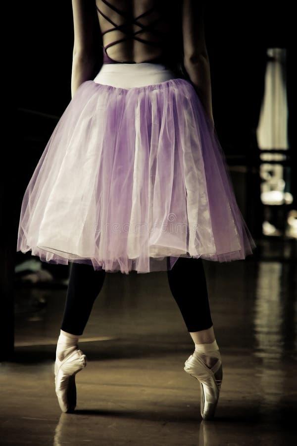 танцор балета ее пальцы ноги стоковое изображение