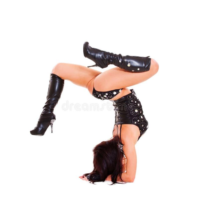 танцор вручает ее положение стоковые изображения