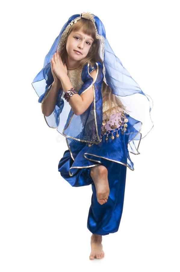 Танцор индейца маленькой девочки стоковое изображение rf