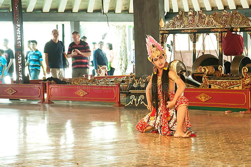 Танцор Индонезии традиционный Jogjakarta стоковое фото rf