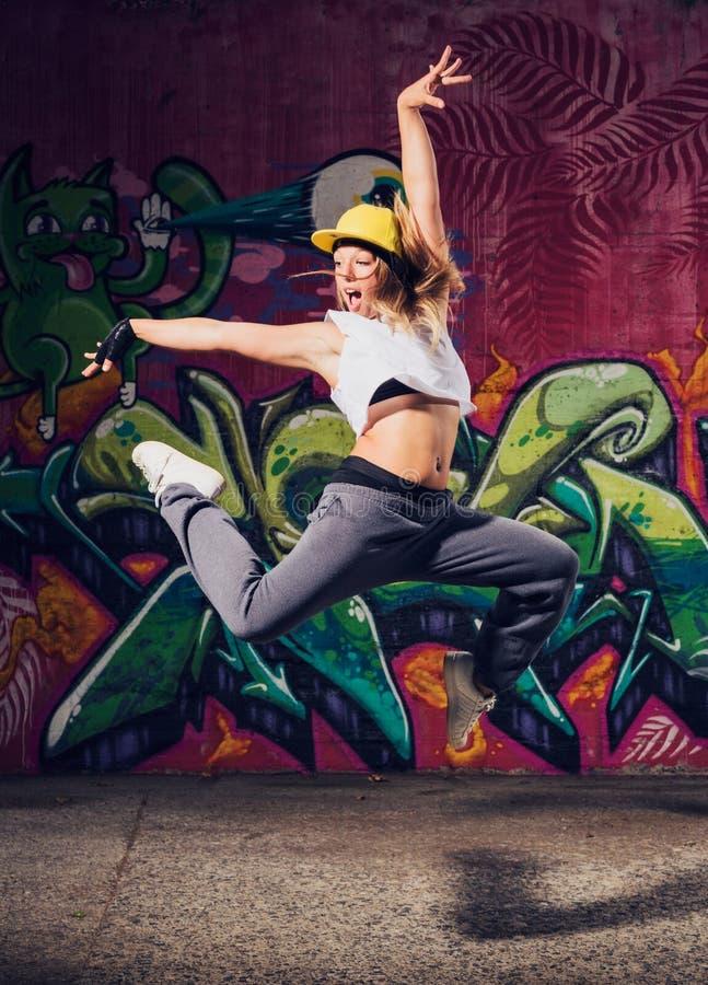 Танцор молодой женщины стоковые изображения