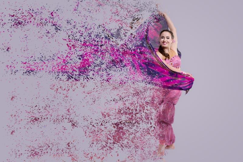 Танцор с дезинтегрируя шарфом стоковые фото