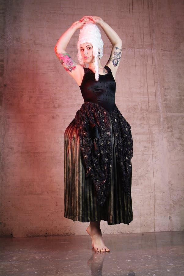 танцует женщина стоковые изображения rf