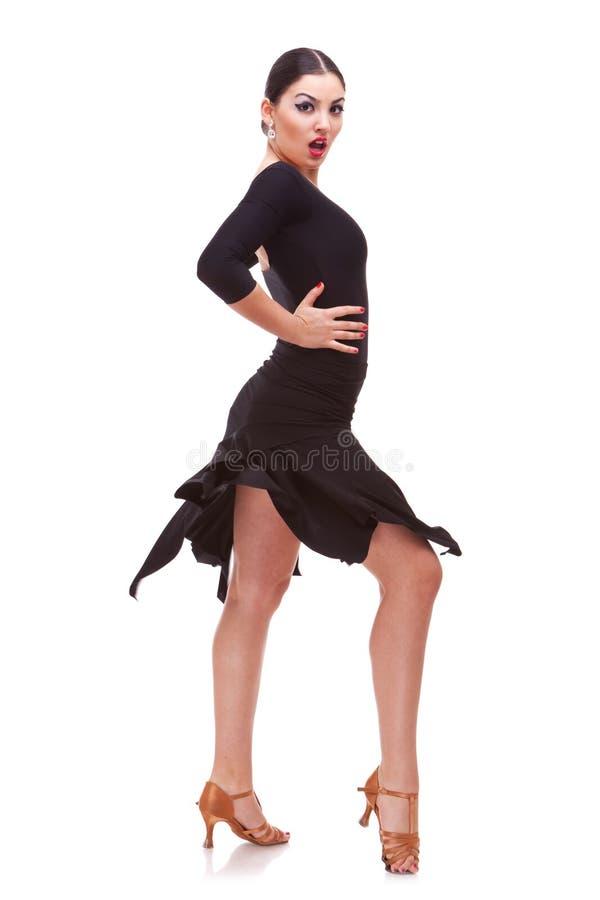 Танцулька молодой женщины с страстью стоковые изображения