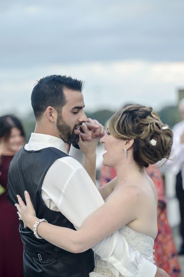 Танцулька невесты и Groom стоковые фотографии rf