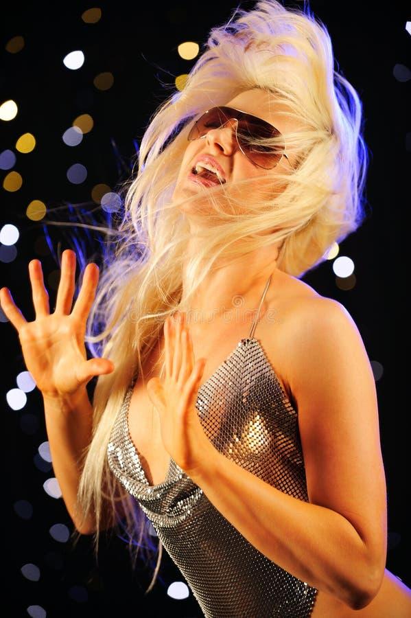 танцуя сексуальная женщина стоковые фотографии rf