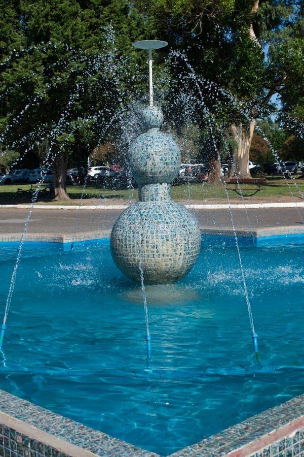 Танцуя фонтан стоковые изображения rf