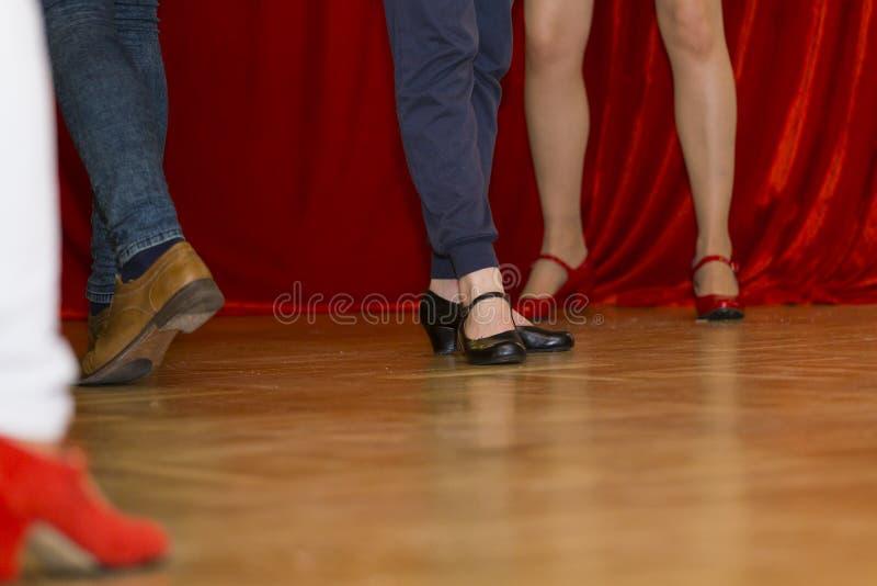Download танцулька стоковое изображение. изображение насчитывающей взволнованности - 41657195