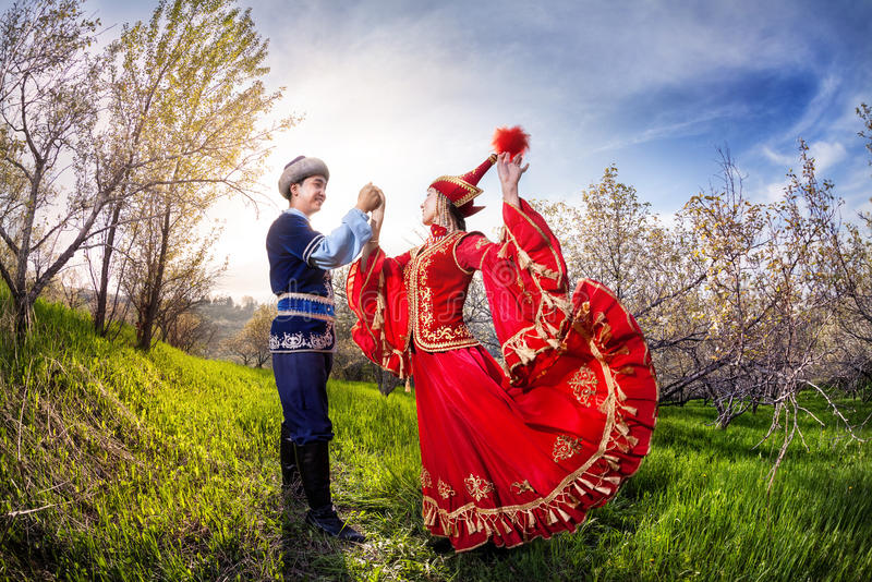 Download Танцы казаха стоковое изображение. изображение насчитывающей казах - 55354951