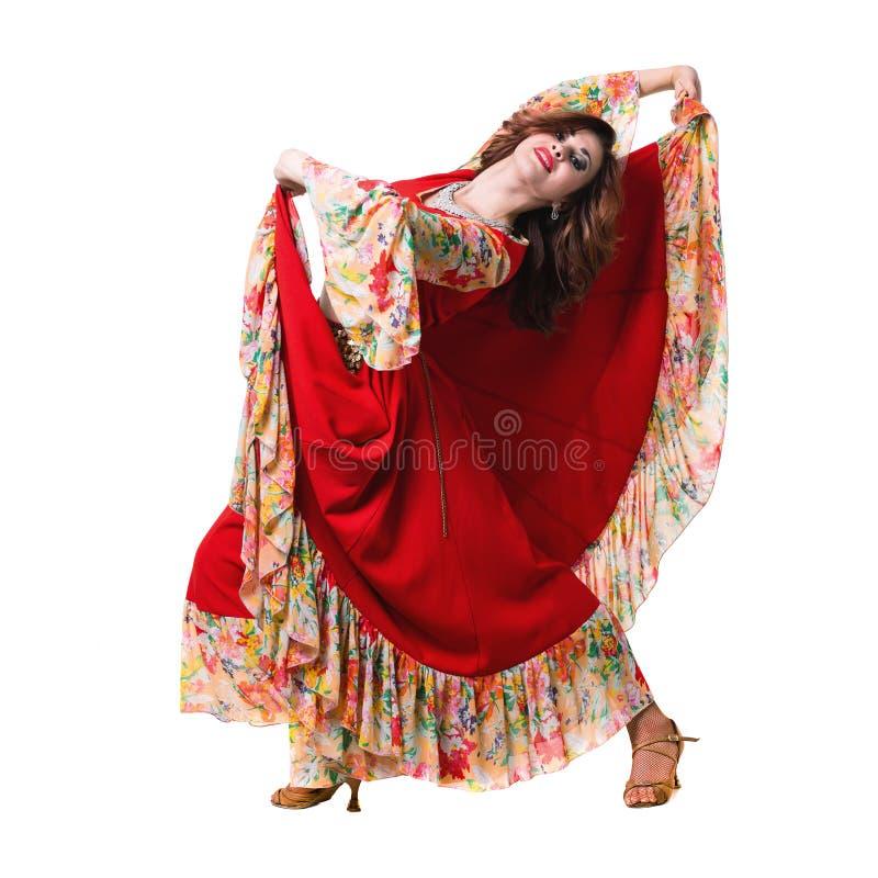 Танцы молодой женщины, изолированное полностью тело на белизне стоковое фото