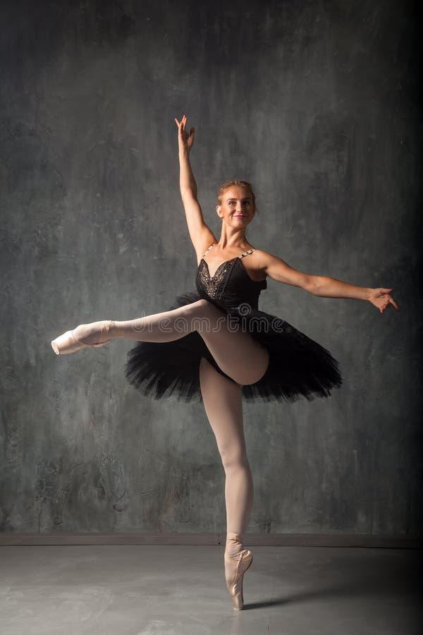 Танцы театра Prima стоковые изображения rf