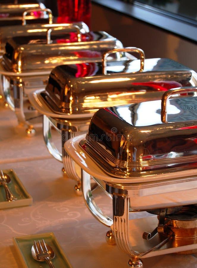 тарелки шведского стола cheffing стоковое фото
