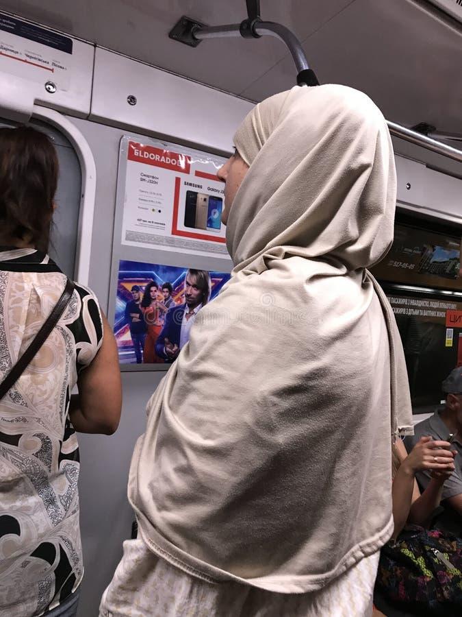 Татарская женщина на метро Киева стоковое изображение rf