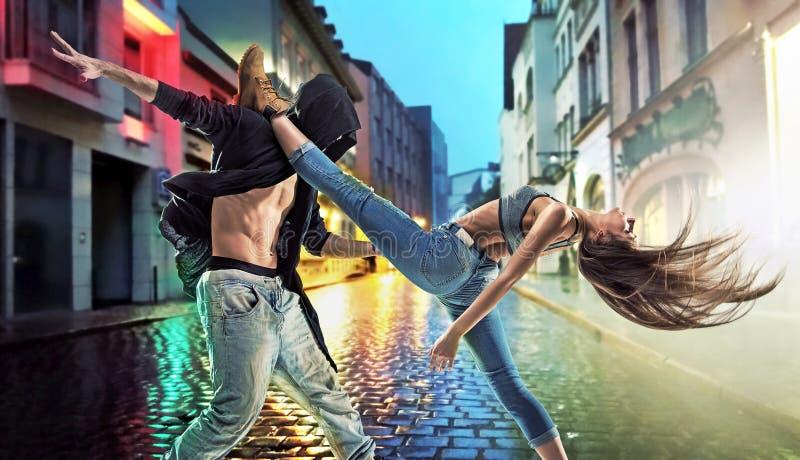 Талантливые парни танцуя тазобедренный хмель стоковая фотография rf