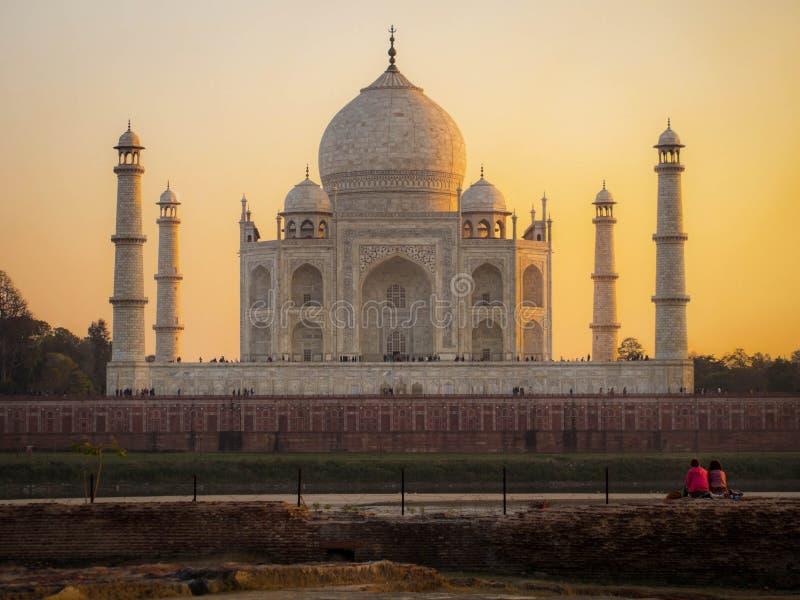 Тадж-Махал на заходе солнца в Агре, Индии стоковые изображения rf