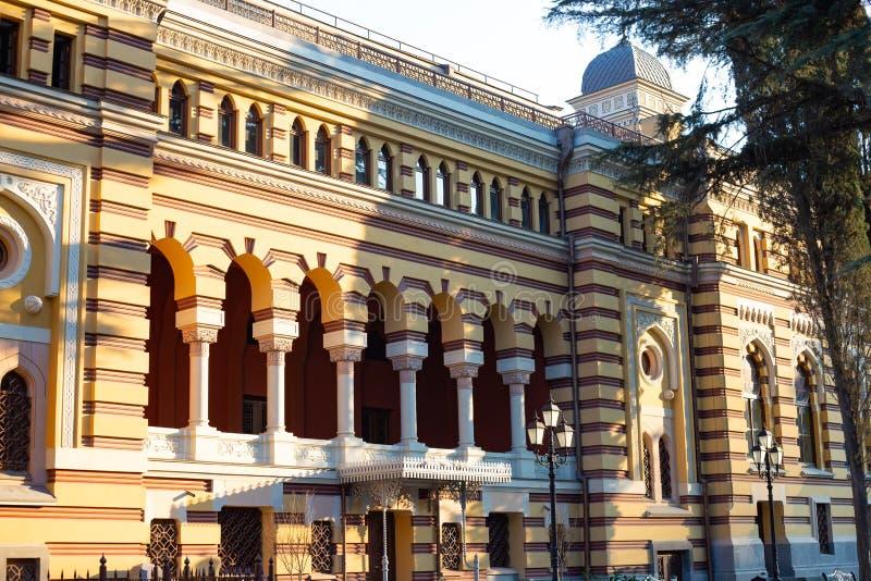 ТБИЛИСИ, GEORGIA - 8-ОЕ МАРТА 2016: Грузинский национальный театр оперы и балета построенный в 1851 в Тбилиси, Georgia стоковая фотография rf