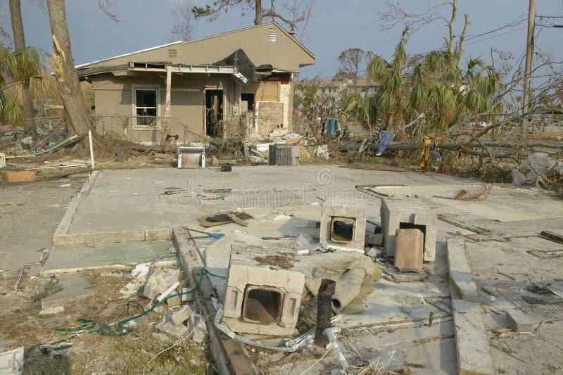 Твердые частицы перед домом тяжело ударили Ураганом стоковая фотография