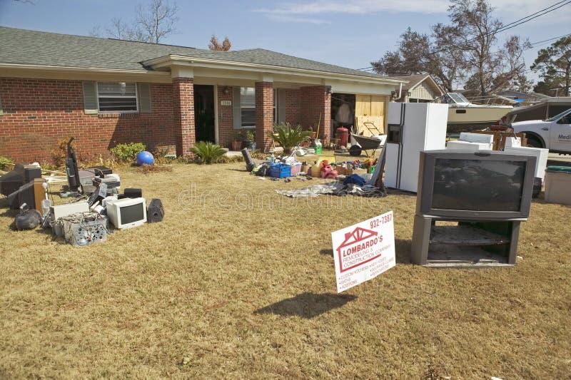 Твердые частицы перед домом тяжело ударили ураганом Иваном в Pensacola Флориде стоковые изображения