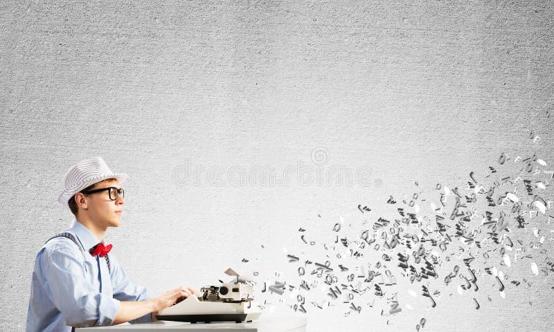 Творческая воодушевленность молодого писателя стоковая фотография rf