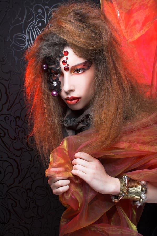 Download творческая девушка стоковое изображение. изображение насчитывающей масленица - 40581891