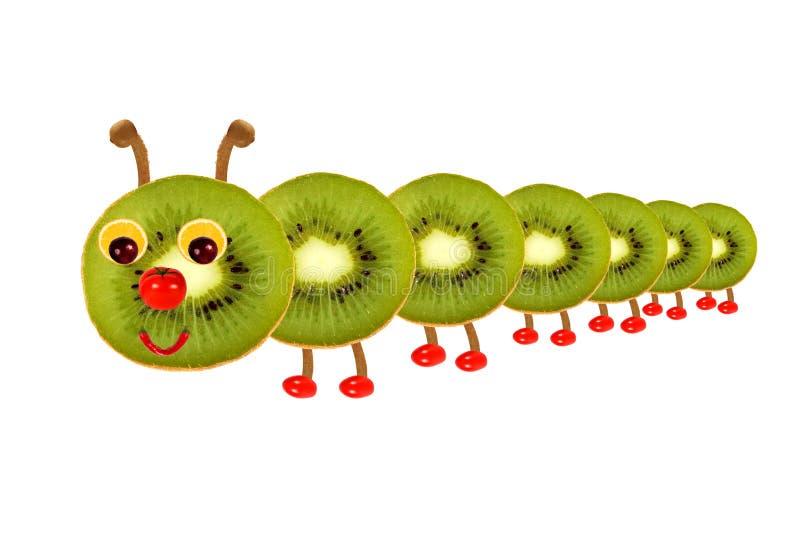 Творческая концепция еды Смешная маленькая гусеница сделанная от плодоовощ иллюстрация штока