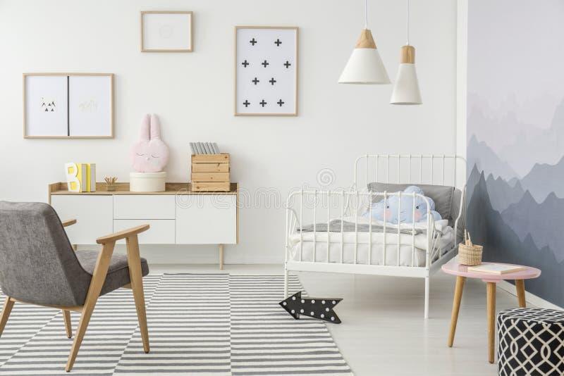Творческая спальня для маленькой девочки стоковое изображение