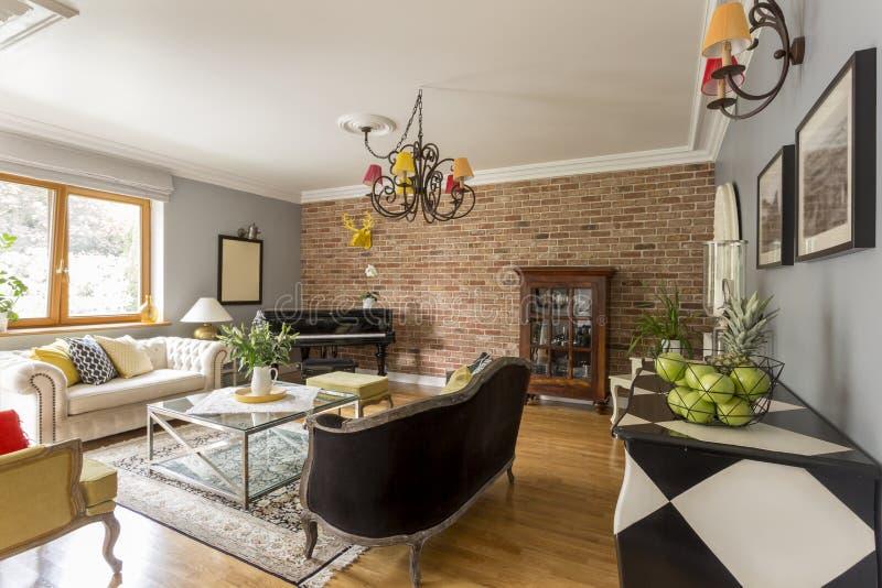 Творческая стильная живущая комната стоковые изображения
