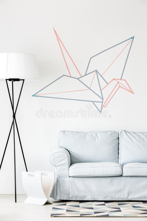 Творческий кран origami на стене стоковые изображения