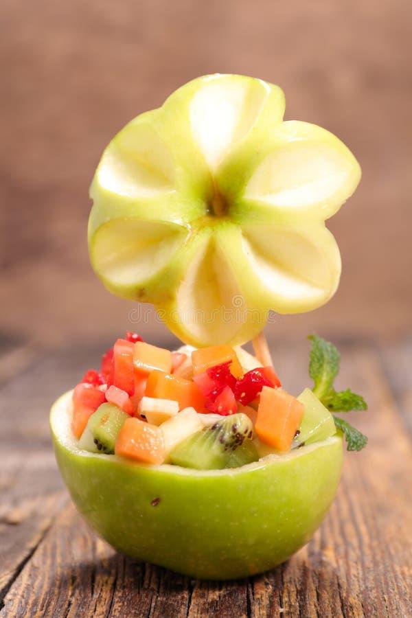 Творческий фруктовый салат стоковое изображение rf