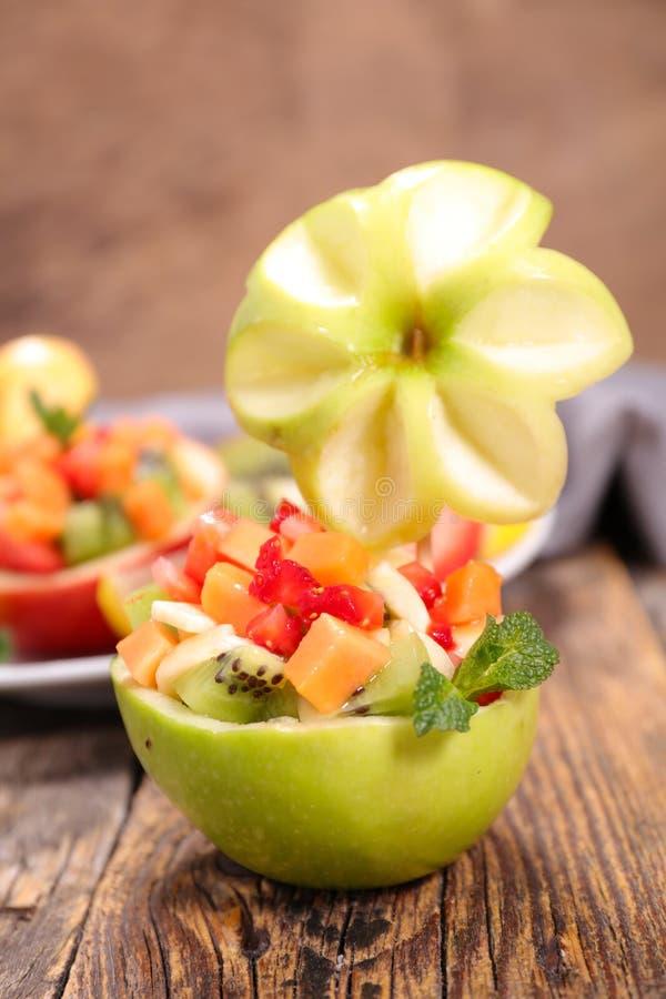Творческий фруктовый салат стоковые изображения