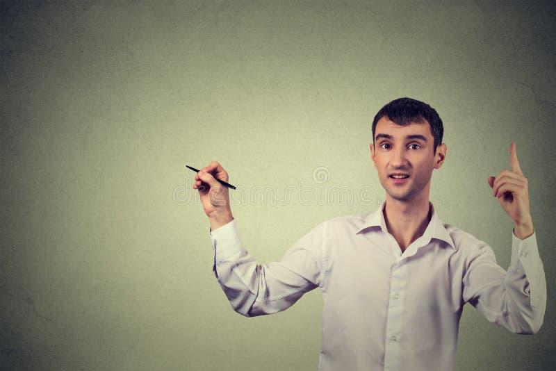 Творческий чертеж человека, шаблон для иллюстрации на серой предпосылке стены стоковые изображения rf