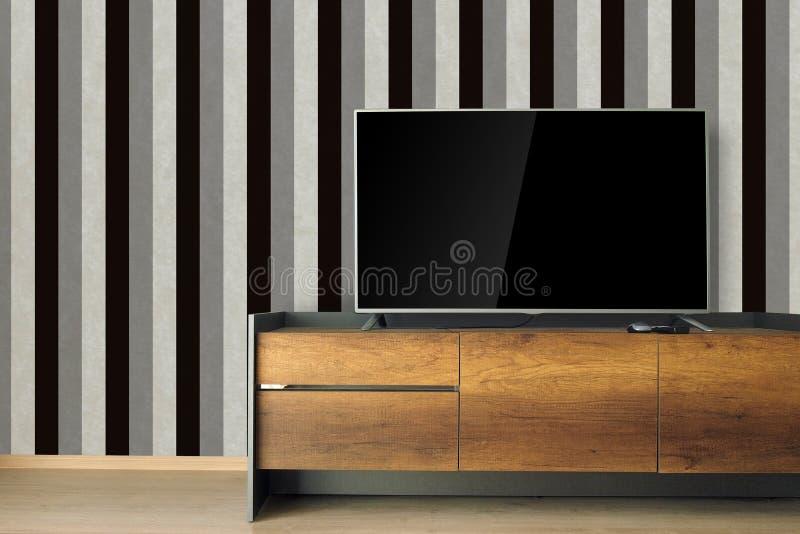 ТВ приведенное на стойке ТВ в пустой комнате с винтажным черно-белым wa стоковые изображения rf