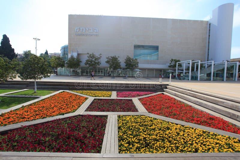 Театр квадрата Habima & цветки, Тель-Авив стоковая фотография rf