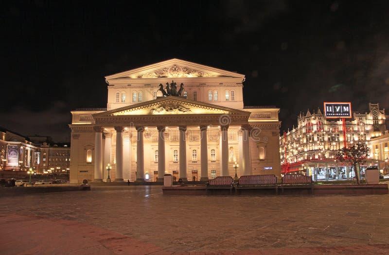 Театр Bolshoy и универмаг TSUM в Москве к ноча стоковое изображение