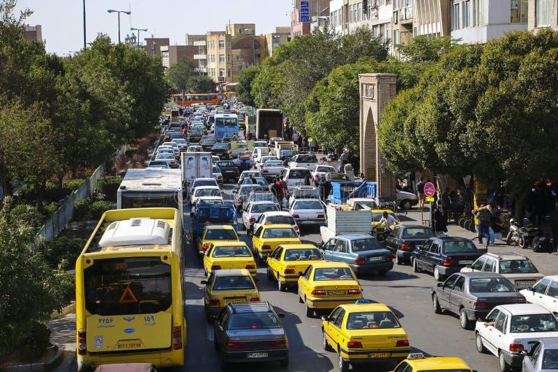 ТЕБРИЗ, IRAN-SEPTEMBER 27,2018: Затор движения на одной из улицы стоковое изображение rf