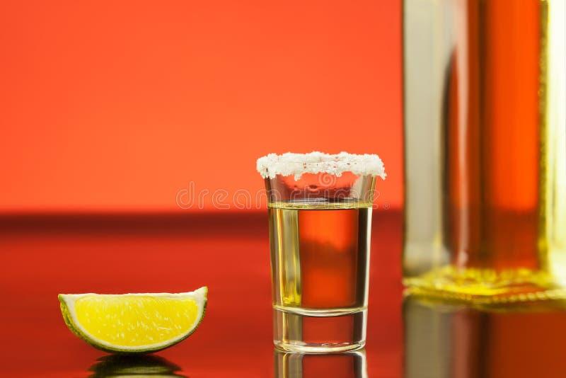 Текила с известью и солью стоковое фото rf